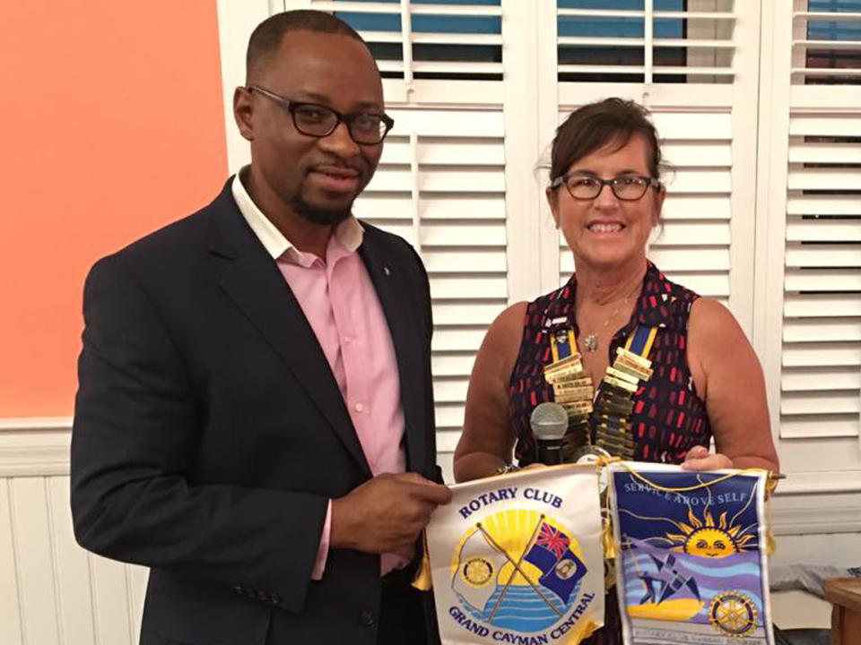 President Susie exchanges banners with Past District Secretary & AG Mario Smith of Rotary Club of Nassau Sunrise